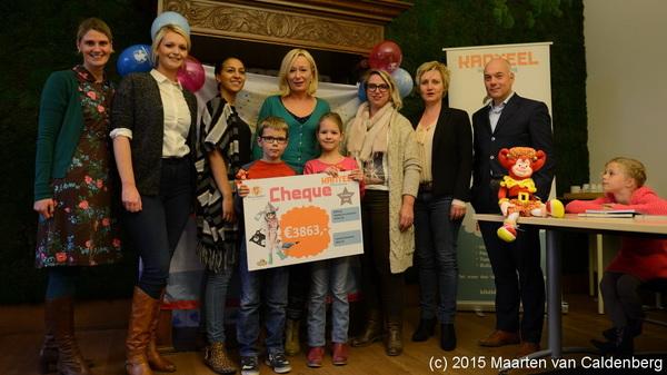 Bij @kanteel #rosmalen overhandigden Niels en Evi van @kctven een cheque aan @villapardoes