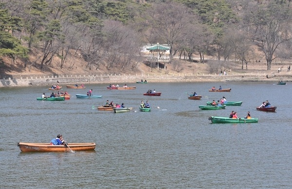 Stubled across this beautiful lake, no Westerners anywhere #NKorea