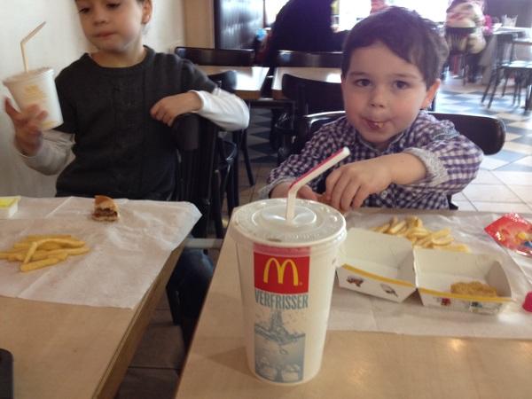 #mcdonalds omdat ze zo lief zijn. Was alweer een hele tijd geleden dus vooruit dan maar.