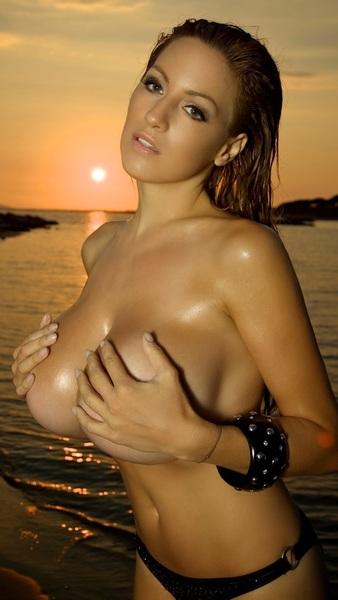 #iPhone5 #Wallpaper #Model SUPER #BigBoobs #NoBraDay #HandBra #ArmBra #Beach #Sunset