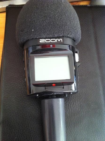 Zoom H2n aufgepimpt mit Windschutz und Halter vom H2.