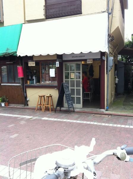 新井宿春日公園向かいにできてる MUSASHI ってカフェがむっちゃ気になってる。今日は入らへんけど。