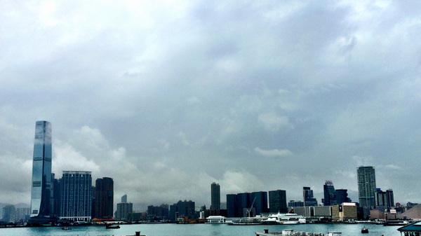 @muisje_eliza Ik ben nu in een saai bankgebouw, maar dit was mijn uitzicht net. Helaas wel regen al de hele dag.