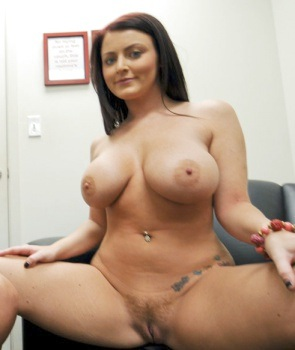 #Tittytuesday @sophiedee
