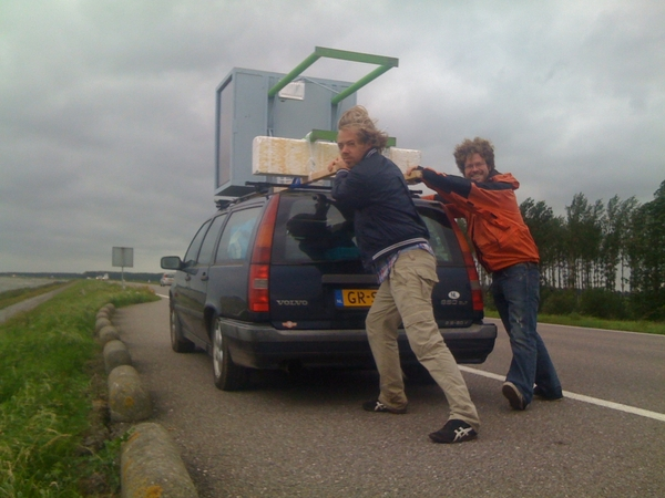 Me and @panman fixing the One Frame Of Fame booth on the roof in the storm in our way back from #LL10 #ofof
