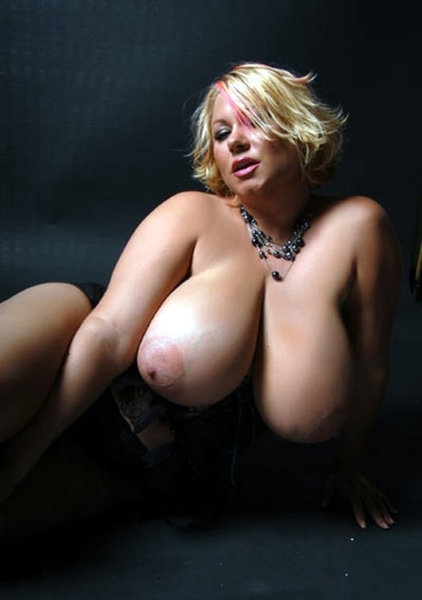 #tittytuesday #sexyhousewife #teamamateur