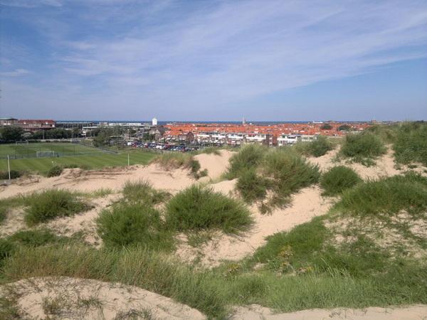 #Katwijk aan Zee, Ziet er rustig uit. Beneden krioelt het van de badgasten. Parkeerplaatsen overvol!