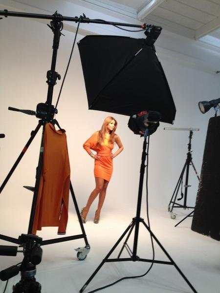 Deze week in de nieuwe Grazia @SuperOJ in haar 'winning dress' #mis'mniet