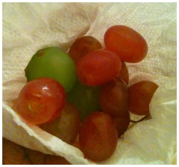 Make sure you have ur 12 grapes for New Year's!! #happynewyears #2011 ...no drinking & driving mates!! ^___^!!