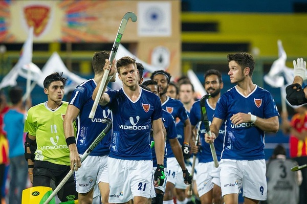 Unfotunately we lost our last game at the home of #TheAlphas! Big Thanks to the support over the last weeks. Travel day to ranchi now! @dabangmumbaihc! @hockeyindialeag