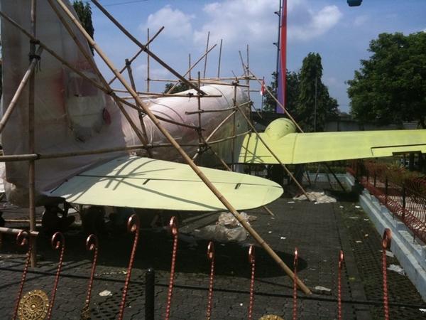 Garuda engineers restoring a plane huh??