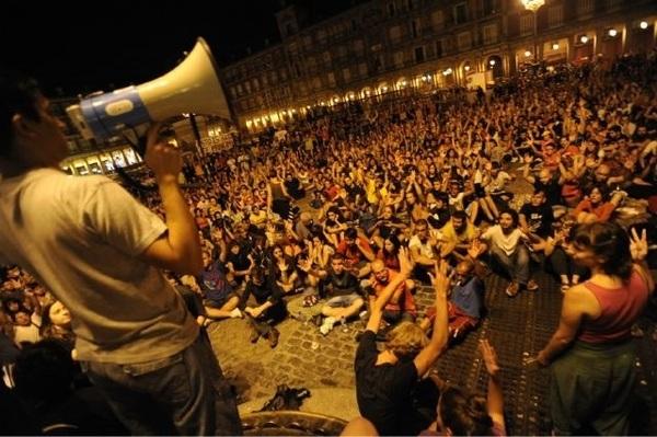 Fotón de la asamblea en Plaza Mayor vía @sylavin #15M y es 2 de agosto.