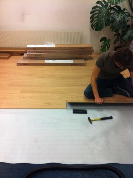 Leve het tiklaminaat van #Ikea #slätten helaas klikt het niet #fail