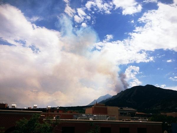 New, bigger, darker plume emerging. :-( #Boulder #BisonFire