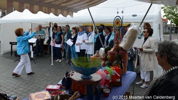 Vandaag #wereldwinkeldag / World Fairtrade Day @wereldwinkels met in #rosmalen optreden van oa #zanggroep #puur