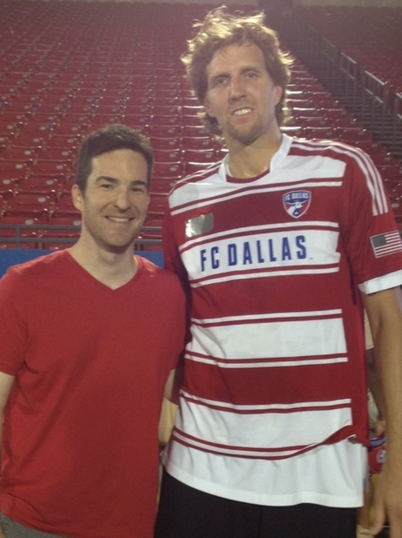 Huge thanks to @LAGullett for helping me get (and taking) a picture with @swish41 tonight. #bucketlistcheck