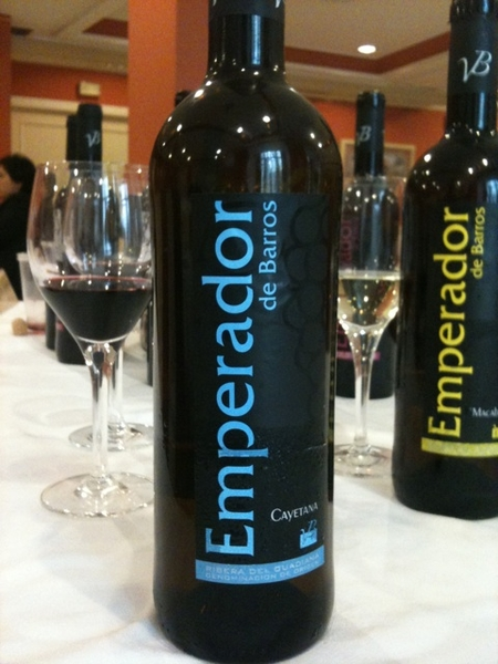 Emperador de Barros 2009: fr the Cayetana grape, unique to Extremadura.  Refreshing fruit, honeycomb, herbal notes and grapefruit. Characterful and gorgeous.