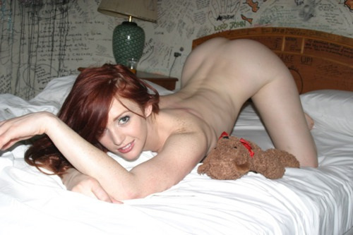 this hot babe on her bed is @veronicaricci #friskyfriday @PicsSexy #Twitterafterdark