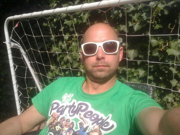 Zo lekker genieten van de zon in de tuin...