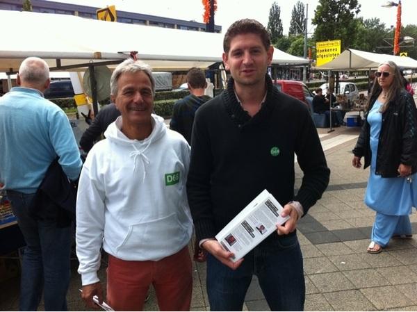 Zonnige flyeractie #D66 in Osdorp, met @JPaternotte en Herman Mulder