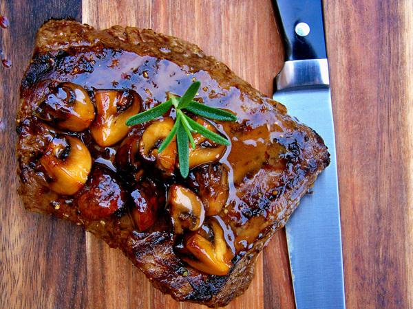 Grilled Bavette, Mushroom Beurre Rouge