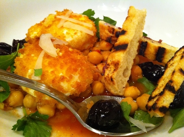 Lovely brunch at Prune in NYC w daughter&her college friends. Crusted poached eggs w spicy chickpeas, olives