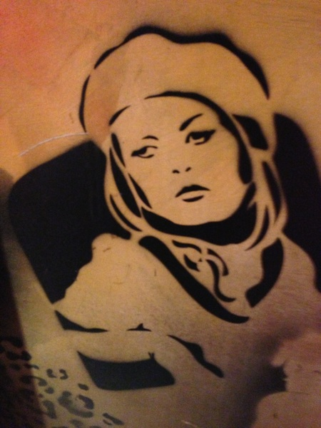 Found really cool graffiti art of  @RealFayeDunaway at @Pat_Field downtown. #HollywoodRoyalty #TheresOnlyOneBonnie