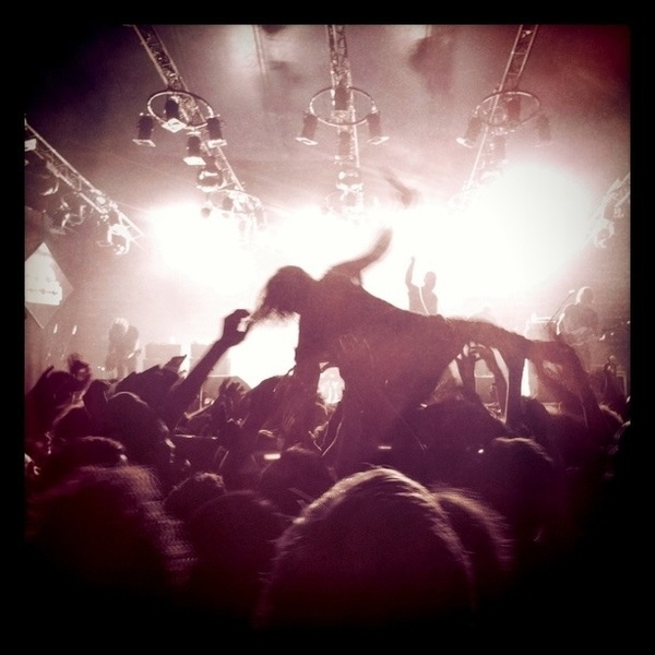 Cage The Elephant staat erop. Matige band, weergaloos publiek  #LL11
