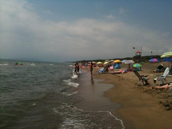 Op het strand bij Baia Domizia - Italië. Aan de kust tussen Rome en Napels