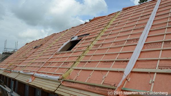 Vanmorgen kregen de eerste woningen van #molenhoef #rosmalen van @bouwenisbeleven het dak er op