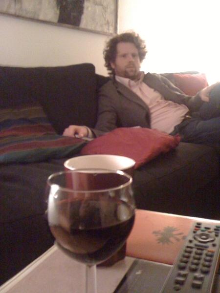 Hoort briljant verhaal over lampenkap van @wbkroeze . Nu een glas wijn.