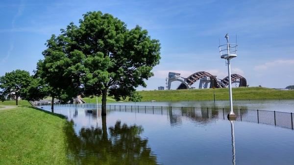 Hoog water in de Rijn bij Stuw Amerongen. #buienradar