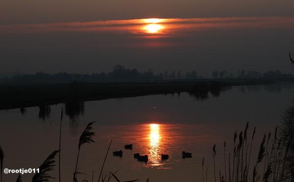 16-02-2015  Zonsondergang aan het Sijlster Rak  in Leeuwarden  #buienradar