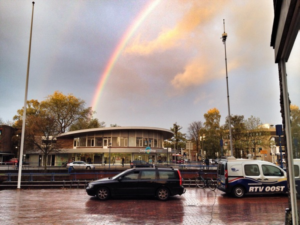 Die @aartvr mist een mooie regenboog in Almeloooo