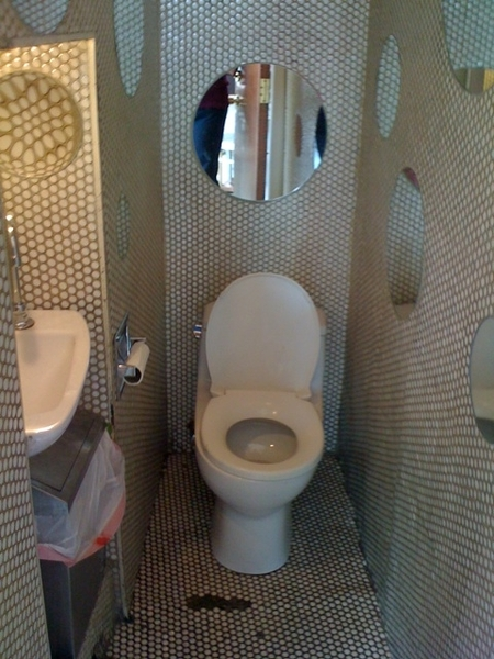 Tiniest bathroom I used in Manhatten, but totally saved my ass.