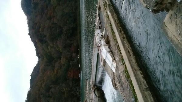 オヤジ一人で来る場所ではなかった。 水量発電所だそうです。