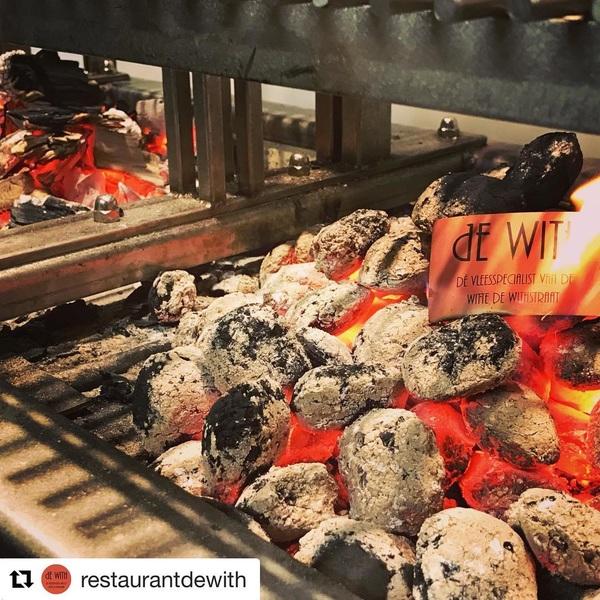 New in Town! Vanavond weer volle bak! 🍷🥩🥂🍖🍹#dewith #wittedewithstraat #rotterdam #newplace #foodie #foodporn #meatlover #cocktails #winebytheglass