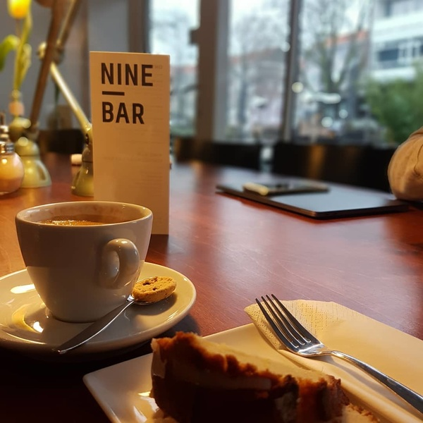 Coffee + ginger-lemoncake + @s.fabbro = Friday. 👌 #maho #morning #misspublicitynl #rotterdam #mahorotterdam