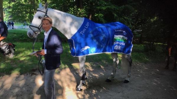 Ook al draaien we in Nederland op volle toeren, ik ben hier in Wiesbaden om de Event Rider Masters te rijden met Bayro! Klaar voor de Vetcheck✅. Morgen dressuur en springen, zaterdag de cross. Alles is te volgen via www.eventridermasters.tv