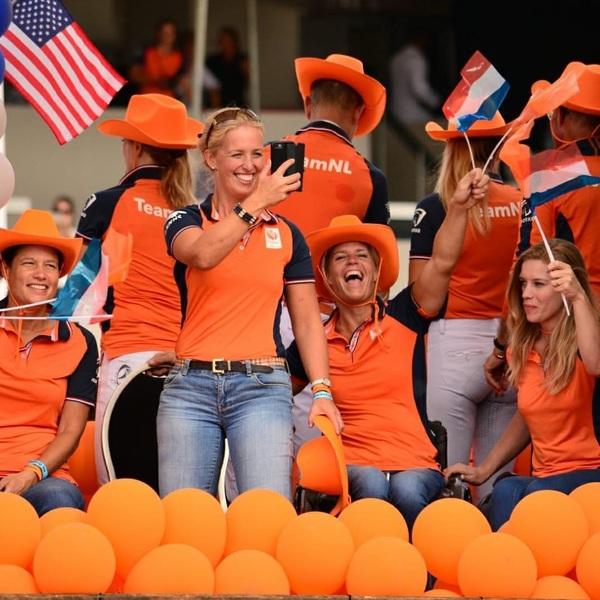 Happy faces 🤗🔶 @teamnlinsta @paralympicteamnl @ruitersinoranje @knhsnederland #teamnl #tryon2018 #worldequestriangames #goorangeorgohome