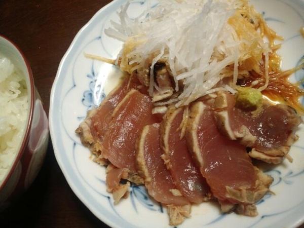 炙りの🐟魚が→刺身包丁でも上手に切れない私を→お許し下さい🙇💦