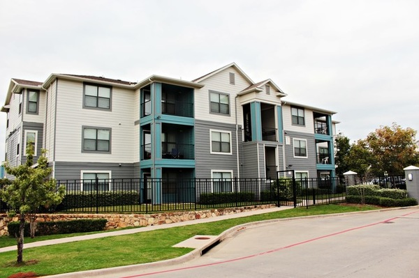 Save Money On Student Apartment Rentals At Redpoint Denton