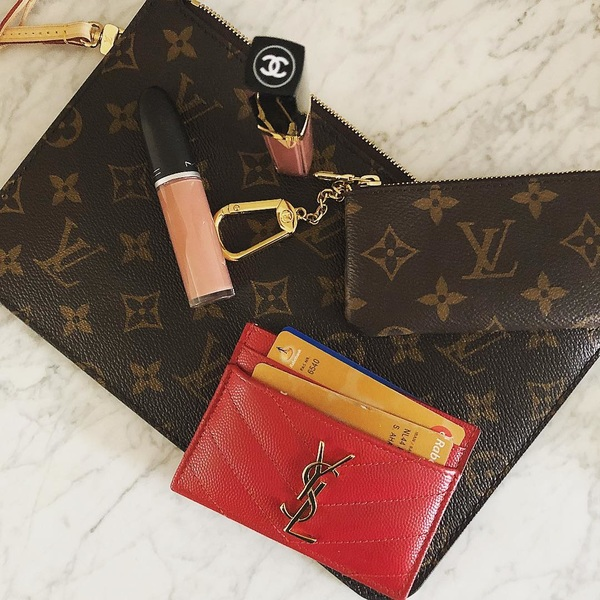 What's in my Neverfull Pochette?