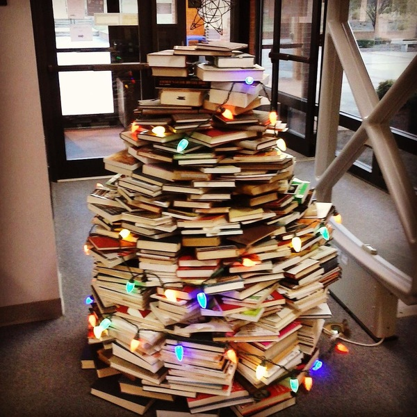 Book Christmas Tree at the Fountain-New Library, Brewton-Parker College 🎄 #bookchristmastree #southgeorgiaschristiancollege #libraryfun