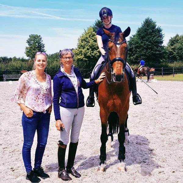 Gisteren een super leuke & leerzame training gevolgd bij Tineke Bartels met Finn! Dankjewel @antonvanlimpt, @bestronicsnl voor deze kans🙏🏻😊 Ook Lisa, Mitzy & Fabiënne, bedankt voor jullie hulp en gezelligheid! #bijnaweekend #training #focus #workhard #dreambigger #onourwaytotokyo #academybartels #brabant #fun #horses #twohearts