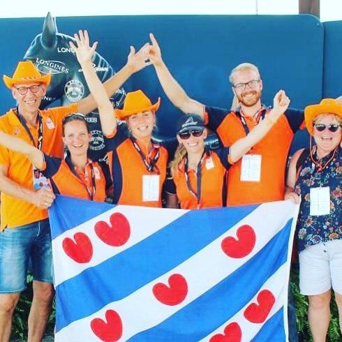 🔥'Living the dream'🔥 DEEL 2  Mijn fantastische sponsoren die altijd achter me staan: Foppe Fonds, Cornelia Stichting, FB Oranjewoud, euro-star equestrian, Ontyte, Petrie rijlaarzen, Roeckl sports, Ruitercap, Verstraten Paardenwagens, Holland Laundry Products / Elektrolux, Týrsday, Piet & Birthe, Beppe Roelie en alle andere anonieme sponsoren, bedankt voor jullie geweldige, onvoorwaardelijke steun!!🙏🏻🙏🏻🙏🏻 En dan last but not least.. Mijn broer Brend en schoonzusje Sanne, die er altijd voor me zijn 😘😘 Heit & mem, voor het altijd achter me staan en het steunen van mijn grote dromen 😘😘 Lieve Luuc, voor het altijd naast mij staan, mij steunen in alles wat ik doe, het beste in mij naar boven te halen en het in mezelf laten blijven geloven, mijn grote liefde😍❤️ En natuurlijk mijn geweldige paarden Uniek en Finn, die zich nu beide meervoudig WERELDKAMPIOEN mogen noemen, zo trots!🧡🧡 Ik kan niet iedereen noemen die een rol heeft (gehad) in mijn sportieve carrière, anders komt er nooit een einde aan dit bericht, maar ook jullie onwijs bedankt voor jullie bijdrage!  Zelf zit ik nog op een roze wolk & ben lekker aan het nagenieten van alles. Zo blij met alle mensen die achter mij staan en met mij meeleven, Dank dank dank! Ik hoop nog lang van deze sport te mogen genieten☺️💛