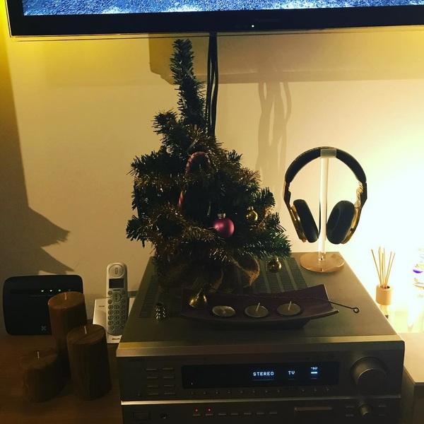 Zo, het was een hele klus maar de kerstboom staat weer dit jaar