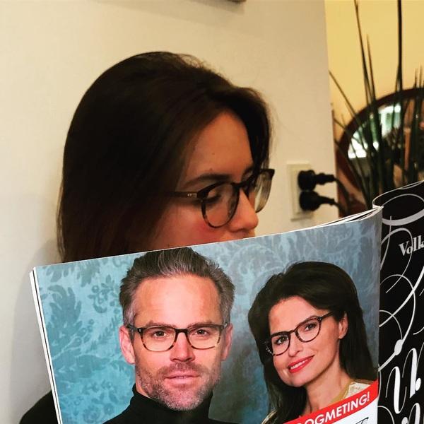 Sop leest over @candiderietdijk en haar nieuwe vriend.... ehh bril
