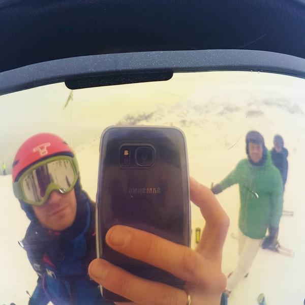 Tikkeltje 'ge-sloped' maar was weer très fantastique! 👌 #doorweerenwind #ensneeuw #enregen #alpedhuez #france🇫🇷 #hbrhockey #skiweekend