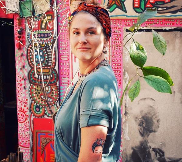 Mijn lieve zusje, met een verse  Frida Kahlo op haar arm, door @timothyenglisch @schiffmacherveldhoentattooing